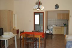 studio apartment sandra_2991_med.jpg