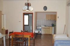 studio apartment sandra_2992_med.jpg